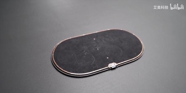 В сети появились фото разобранной, так и не вышедшей, беспроводной зарядки Apple AirPower.