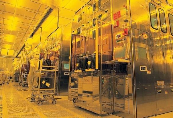 Компания TSMC начала строительство производственного комплекса, на котором собирается освоить 2-х нанометровый техпроцесс, а параллельно производитель начал планировать разработку 1-нанометрового техпроцесса.