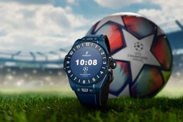 Швейцарская компания Hublot представила ограниченный тираж умных часов Big Bang для любителей футбола.